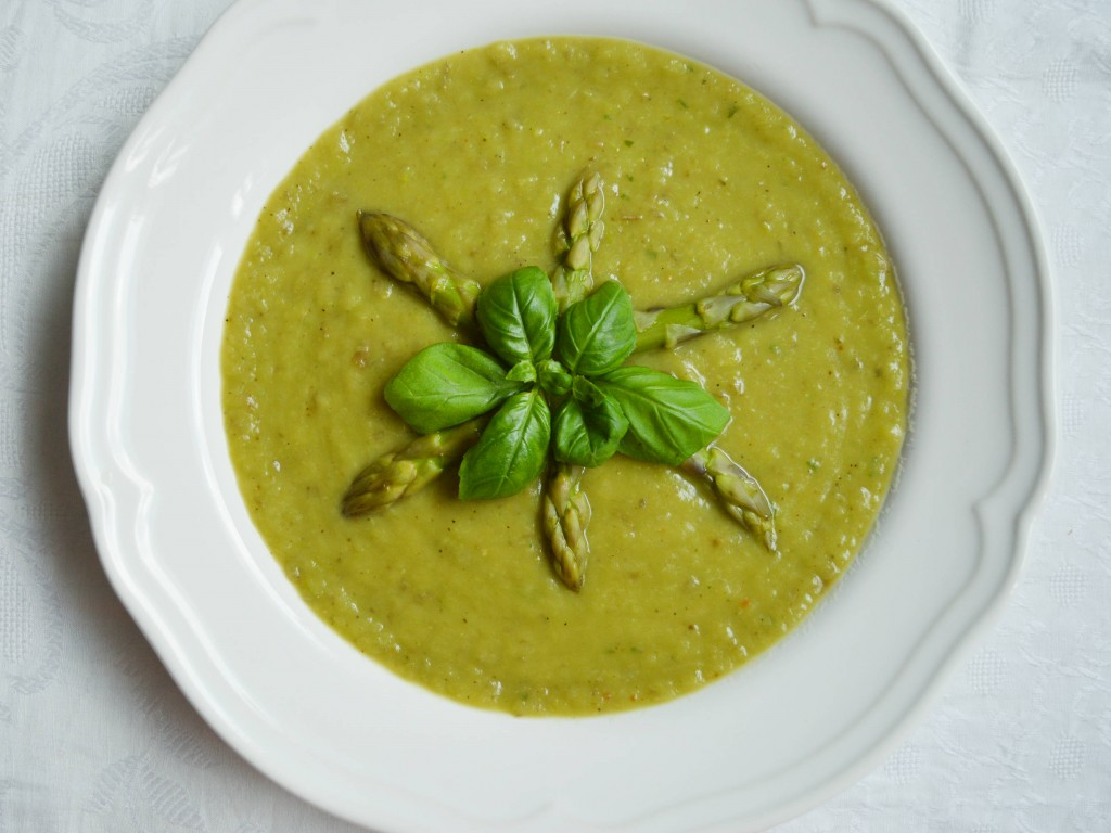 Asparagus velvet soup by Due fili d'erba